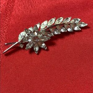 Vintage Trifari Diamond Stone Brooch 🌹